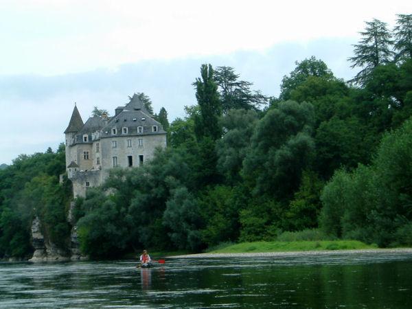 Le château de la Treyne sur les bords de la Dordogne