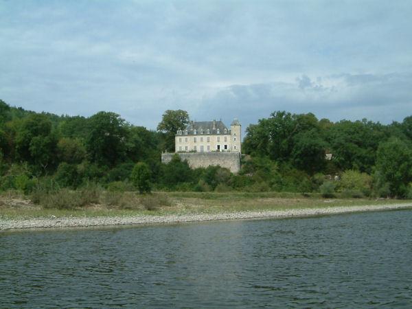 Le Château de Lanzac sur les bords de la Dordogne