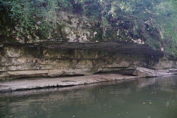 Les rives érodées du Célé après Trassac