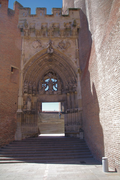 L_entrée principale de la Cathédrale Sainte Cécile à Albi