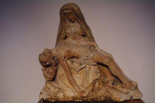 Sculpture bois dans la salle du trésor de la Cathédrale d_Albi