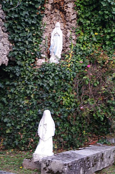Madonnes derrière l_église d_Arfons