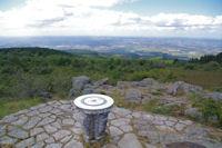 La table d'orientation au dessus de la vallee des Avaris