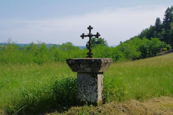Une croix à La Garrigue