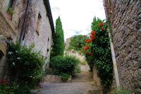 En remontant vers le chateau de Bruniquel