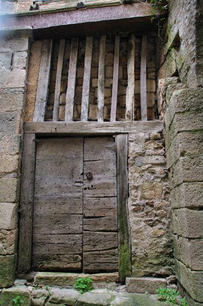 Vielle porte dans Bruniquel