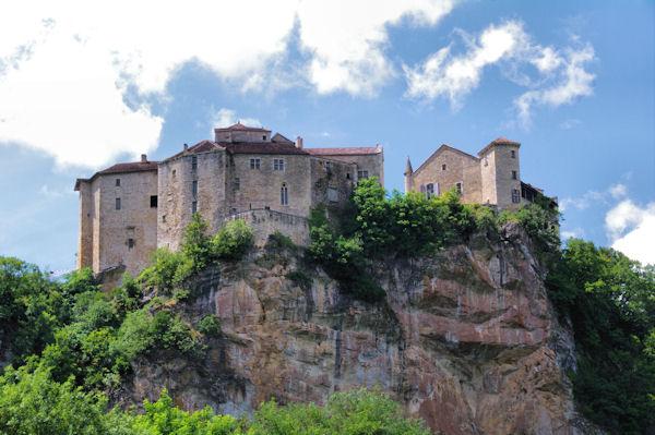 Le chateau de Bruniquel depuis l_Aveyron
