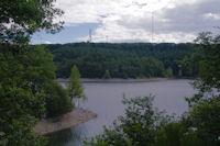 Le Lac des Cammazes surmonté par la Station Radio de la Régine