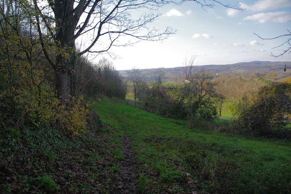 Le chemin permettant de rejoindre la D964