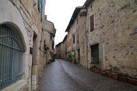 Une ruelle a Castelnau de Montmiral