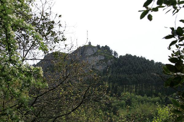 La statue de St Stapin dominant la vallée du Taurou
