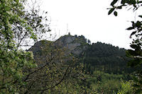 La statue de St Stapin dominant la vallee du Taurou