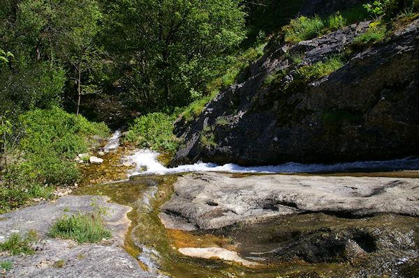 Une petite cascade sur le Taurou