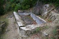 Un lavoir vers la Grotte de la Pyramide