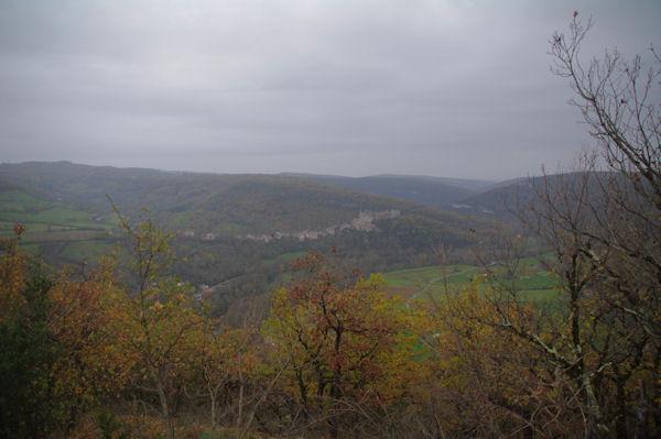Le confluent des vallée du Bombic et de l_Aveyron depuis les Suquets
