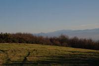 Au fond, le Pech de Bugarach et le Canigou depuis la crete du vallon de Poutou