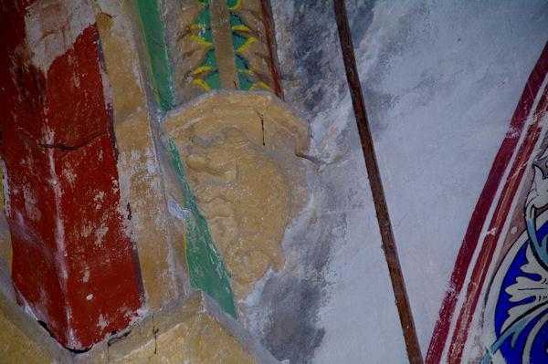 Une chimère dans l_église de Puycelci