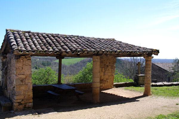 Sur les remparts de Puycelci
