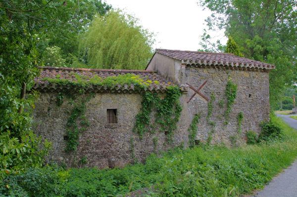 Un ancien moulin sur le ruisseau d_Alric