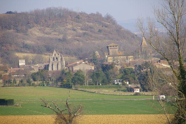 L&#39église et le château de Mézens