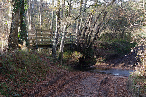 Le petit pont pour franchir le Tescou
