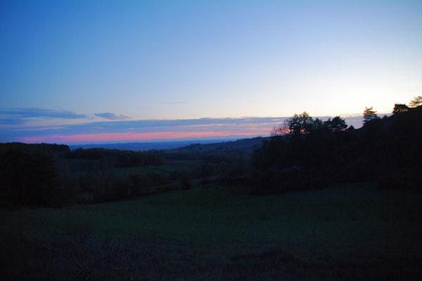 Coucher de soleil vers Le Cayla, au fond, les Pyrénées