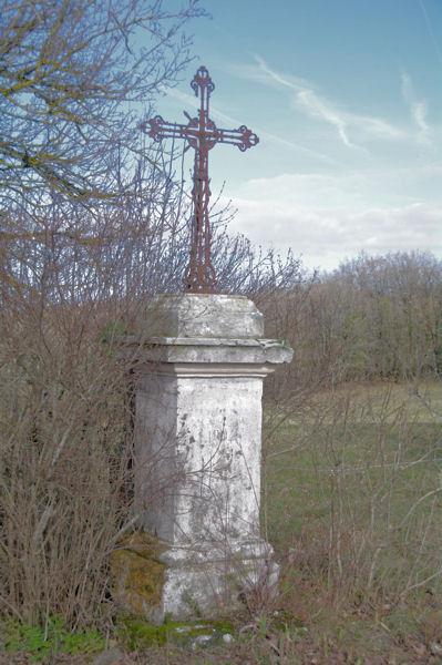 Une croix vers la Métairie Blanches