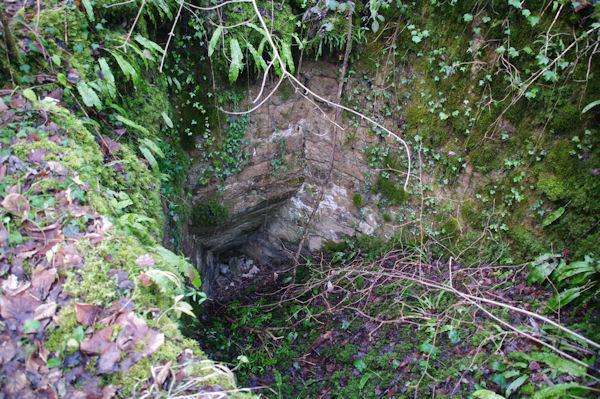 Le canal d_arrivée de l_eau du ruisseau de Laussière dans le moulin