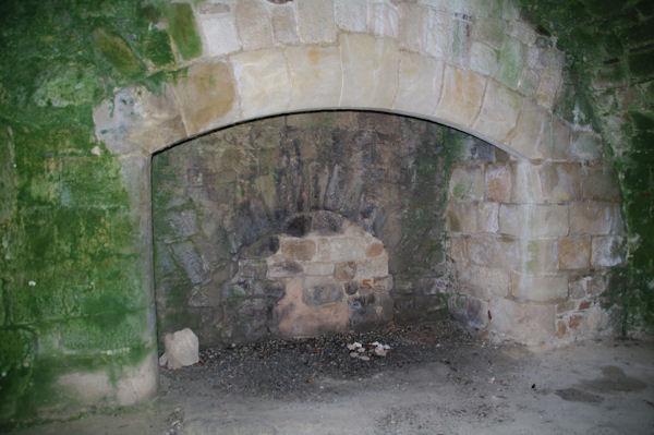 La cheminée des cuisines dans l_ancienne Commanderie des Templiers de Vaour