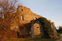La facade Ouest de la Commanderie des Templiers de Vaour au soleil couchant