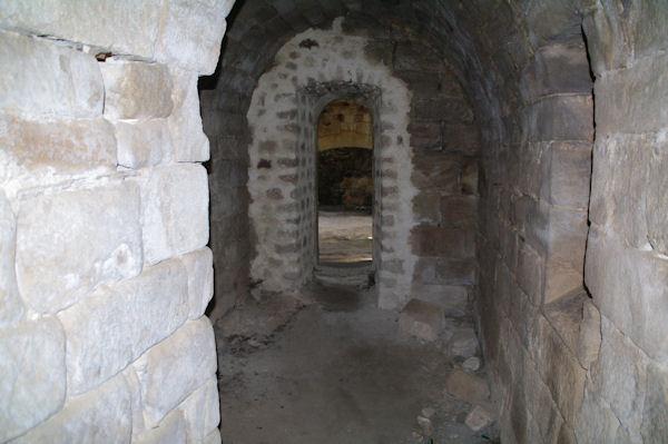 Le couloir menant aux cuisines dans l_ancienne Commanderie des Templiers de Vaour