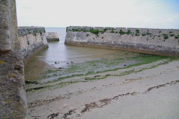 Le Port de la Citadelle, point de départ des bagnard vers la Guyane