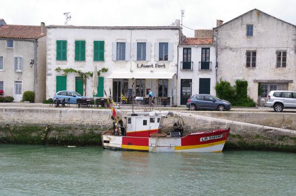 Sur le chenal d_entrée au Port de St Martin de Ré