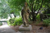 Une statue dans le Jardin des Hortensias