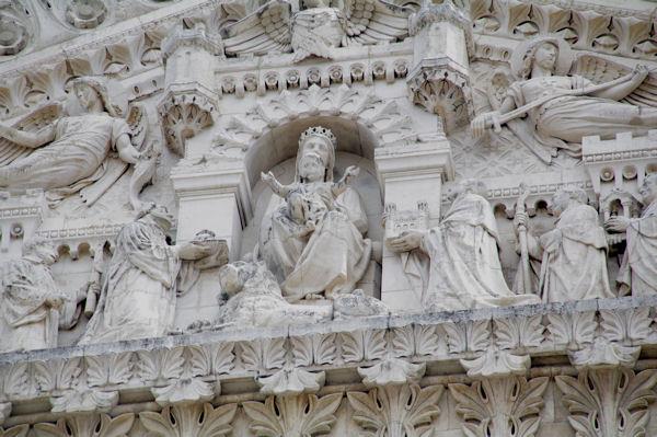 Détail de l_entrée de la Basilique de Fourvière