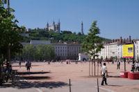 La Basilique de Fourviere et l'emetteur depuis la Place Bellecour