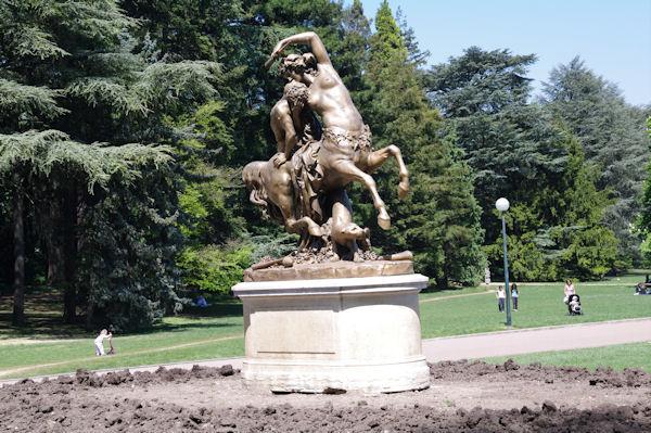 Statue à la sortie Ouest du parc de la Tête d_Or