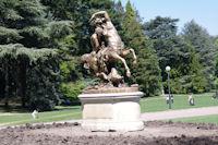 Statue a la sortie Ouest du parc de la Tete d'Or