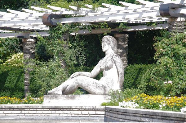 Une statue en face de la Cité Internationnale