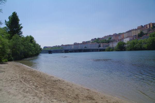 Un plage au bord du Rhone