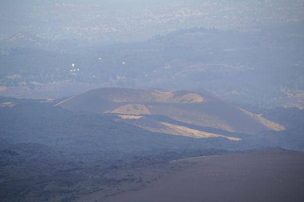 Un volcan éteind dans la plaine de l_Etna