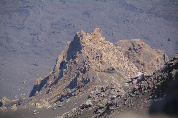 Dans la caldera de l_ancien volcan de l_Etna