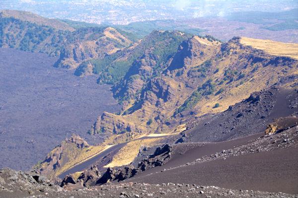 La Serra del Salifizio dans la caldera de l_ancien cratère de l_Etna