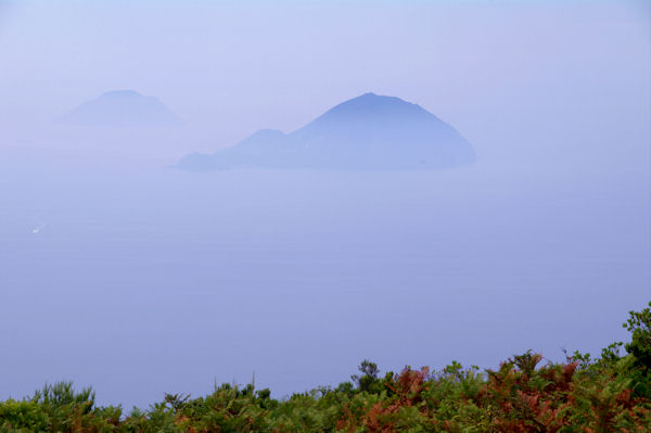 Les Iles Alicudi et Filicudi depuis le Monte Fossa delle Felci