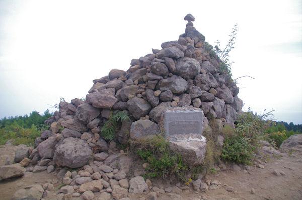 Gros cairn au sommet du Monte Fossa delle Felci