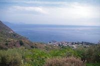 Rinella, au loin, les Iles Lipari et Vulcano