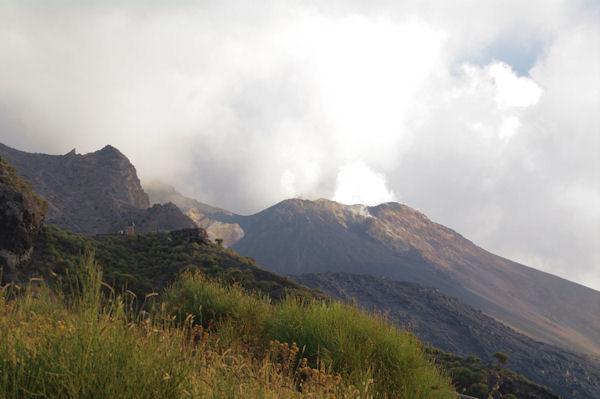 Le cratère fumant du Stromboli