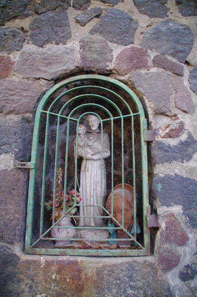Un saint sur la Strada Porto Levante Piano Gelso