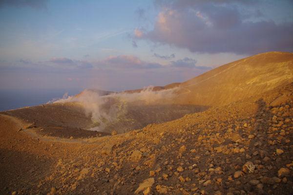 Le cratère du Vulcano et ses fumeroles
