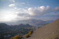 Le port de Ponente, derriere, l'ile de Lipari et plus loin, l'ile de Salina